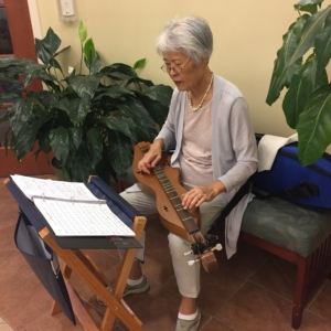 Hee-Young is a volunteer who often provides music therapy for patients and families.